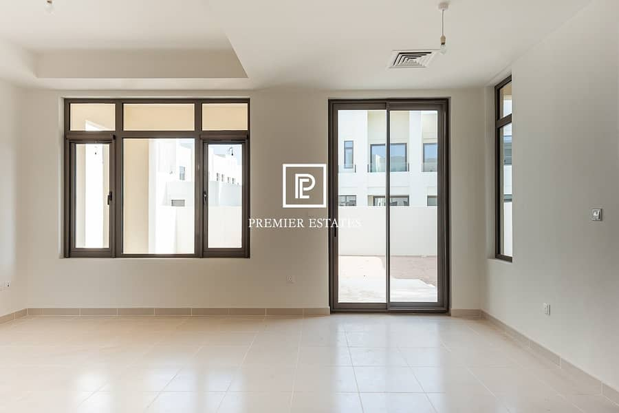 2 Brand new|Beautiful View|Pool and Park a walk away!