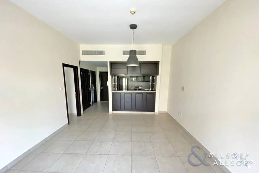 2 1 Bed | Vacant | Large Unit |  829 Sq. Ft.