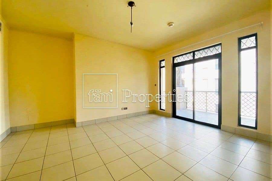 2 BEAUTIFUL 1 BED   COMMUNITY VIEW   QUITE