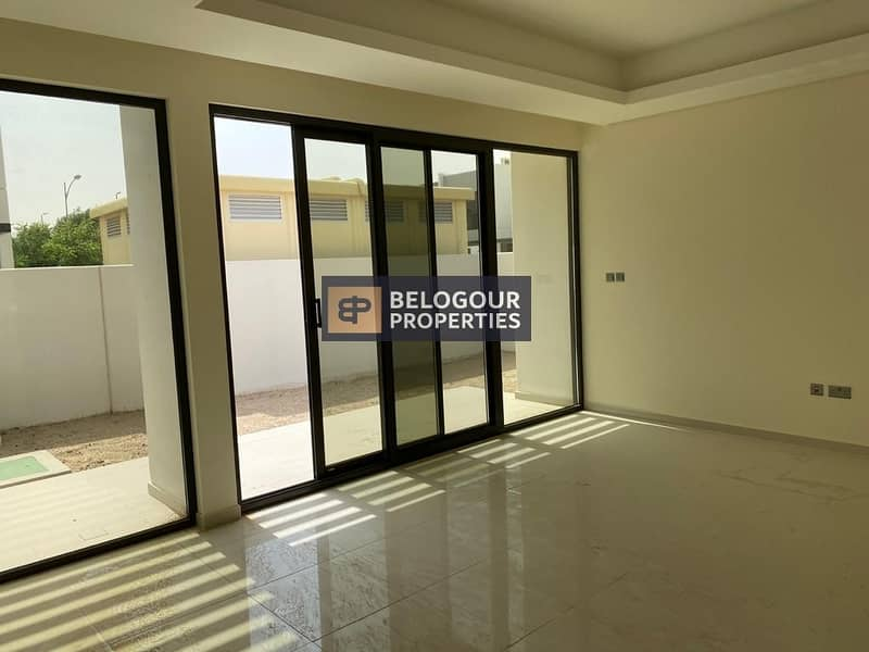 2 Near to Entry Exit / 3bed+Maid Townhouses  Akoya Oxygen / 65000/ 4 Cheques