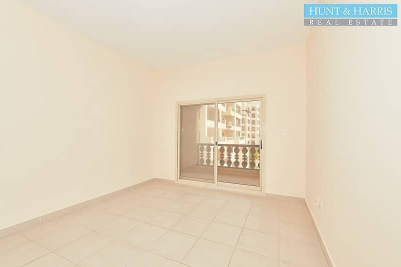 2 Marina Apartment - Very Spacious Three Bedroom - Great Value