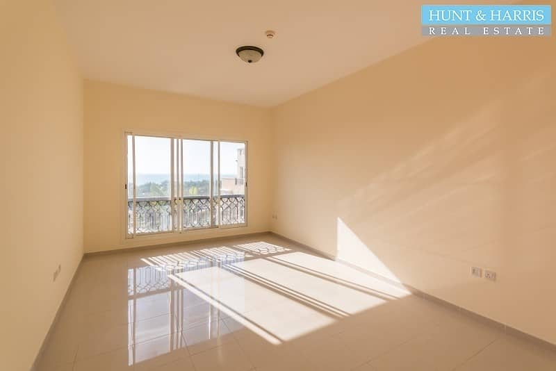 2 Spacious One Bedroom Apartment with Views over the Gulf