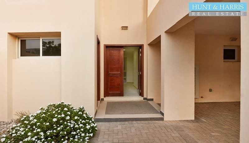 2 Upgraded Malibu villa - Vacant - walking distance to the beach