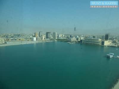 مکتب  للبيع في دفن النخیل، رأس الخيمة - Strategic Central Location - Julfar Tower - Good View