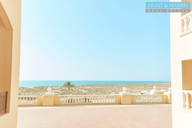 Breathtaking Sea Views - Walking Distance to the Beach