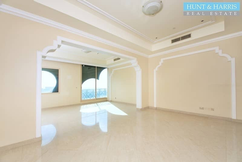 2 5* Luxury Apartment. Spacious Studio - Stunning Sea Views