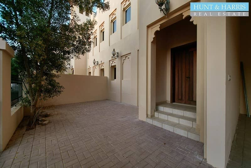 2 Three Bedroom Townhouse - Stunning Family Home - VACANT