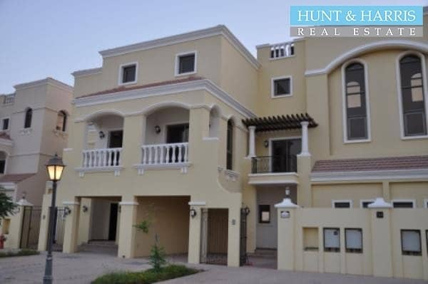 2 Beautifully 4 bedroom Villa - Walk to School - Golf Course View