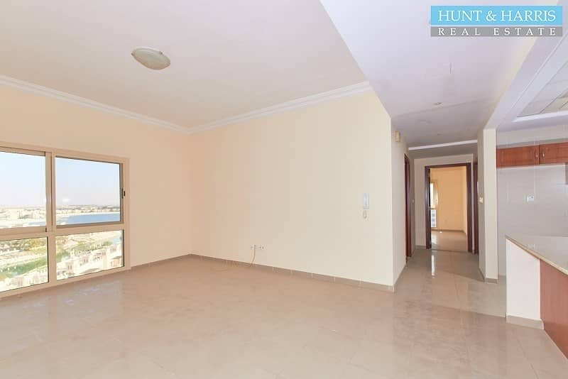 2 Higher Floor without Balcony - Stunning Lagoon Views!