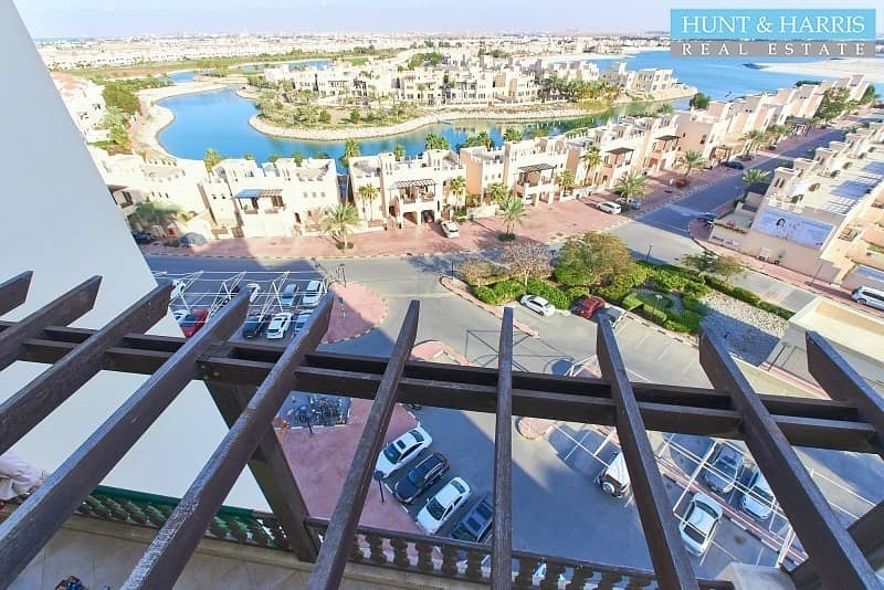 22 Higher Floor without Balcony - Stunning Lagoon Views!