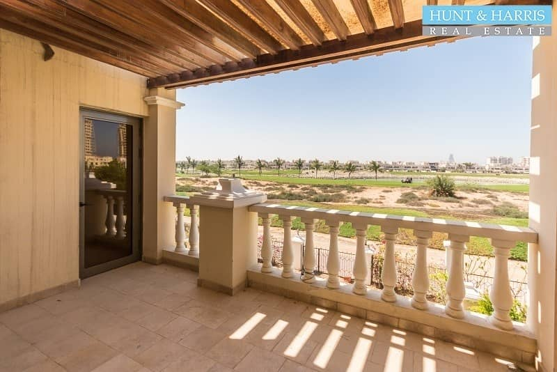 32 Beautifully 4 bedroom Villa - Walk to School - Golf Course View