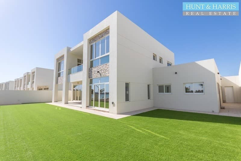 Gorgeous villa with direct private beach access