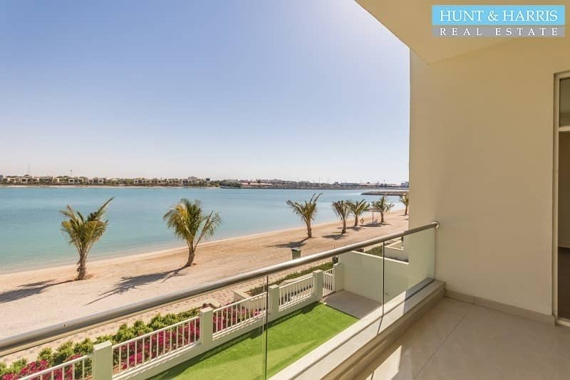 2 Gorgeous villa with direct private beach access