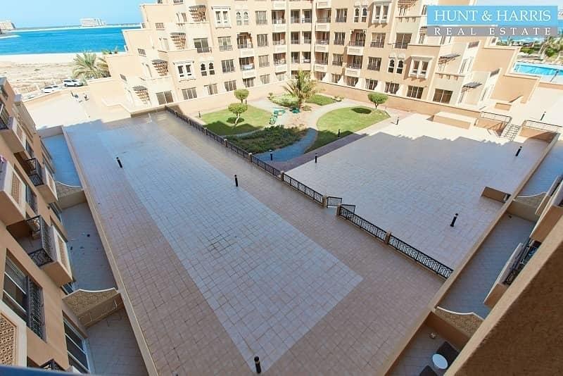 24 Furnished Large Studio - Sea View - Bab Al Bahr