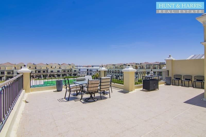 22 Up to 12 Cheques - Spacious TH with a Garden - Rooftop Terrace