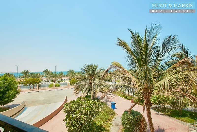 Live by the beach- Spacious 1 bedroom