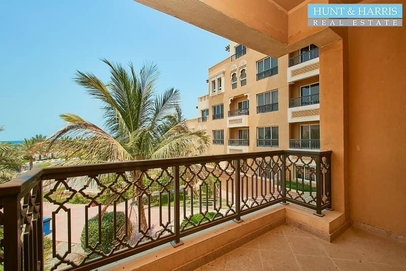11 Live by the beach- Spacious 1 bedroom