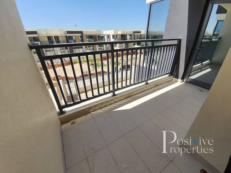 19 Genuine Pool and Park View   Near entrance   3M