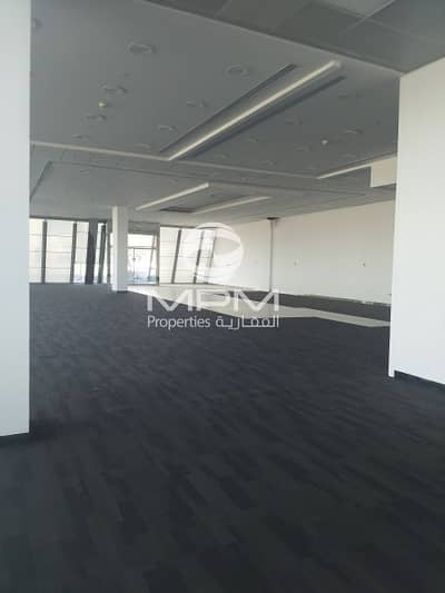 Showroom Space on prime location with easy access in deira