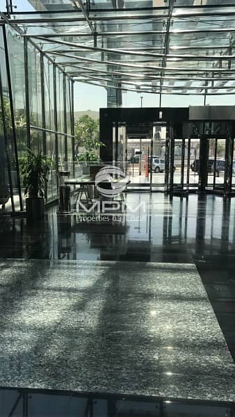 11 Showroom Space on prime location with easy access in deira