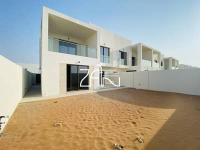 3 Bedroom Townhouse for Rent in Yas Island, Abu Dhabi - Corner Brand New 3 BR townhouse with Large garden