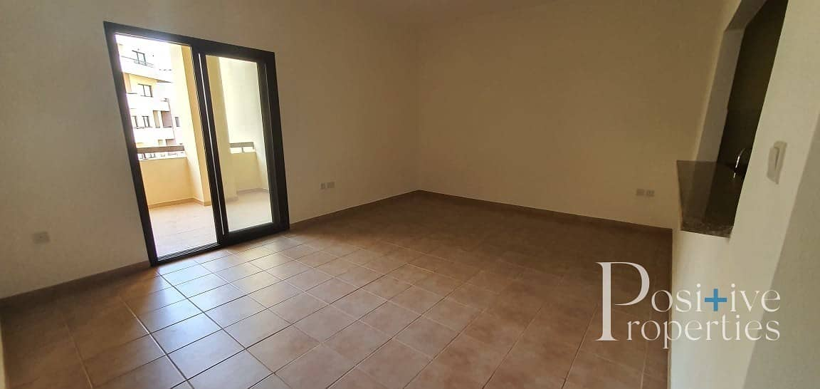 Bright and specious 01 BHK @ 45000 AED (NO COMMISSION)