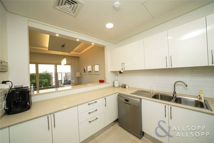 2 2 Bed | Backing Plaza | Modified Kitchen