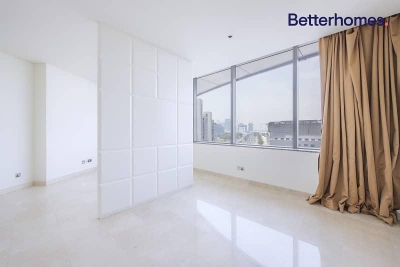 Large Studio   Balcony   Modern and Stylish