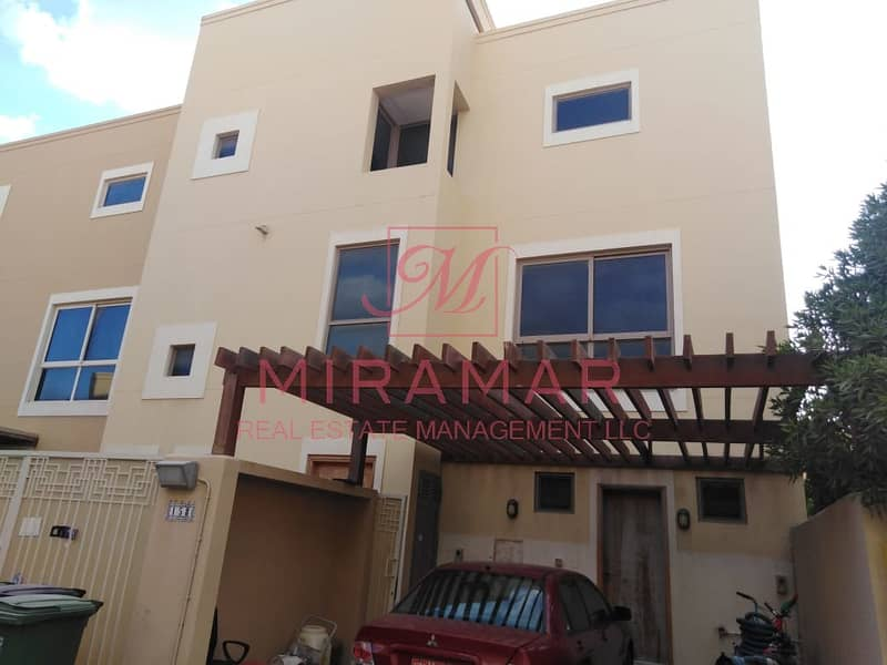 4B TOWNHOUSE WITH 3 FLOORS!!! AVAILABLE NOW!! TYPE A!
