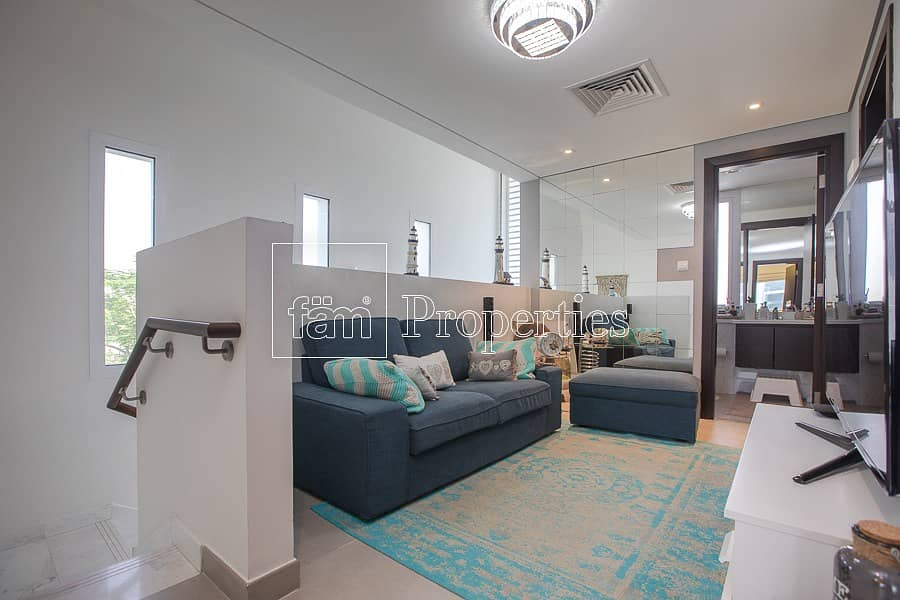 2 Show Villa for Sale! Exclusive Upgraded 3BR CORNER