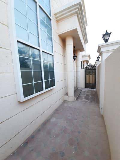 شقة 3 غرف نوم للايجار في الشوامخ، أبوظبي - شقة في الشوامخ 3 غرف 58000 درهم - 4661580
