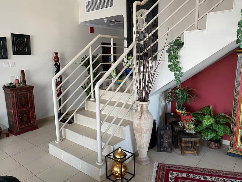 9 Stunning 2 BR + Maids Apt | Lake View | Well-maintained