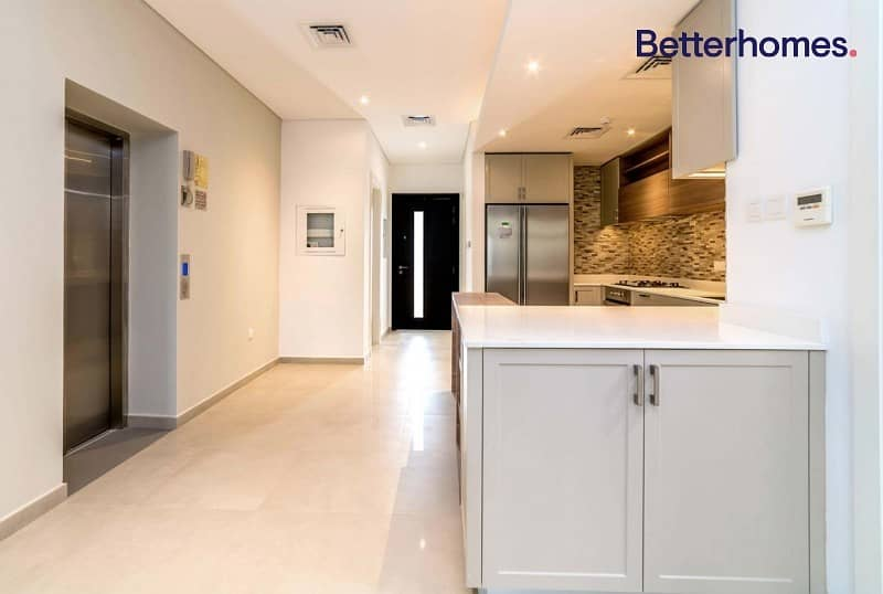 2 Immaculate   4 Bedroom   Private Elevator