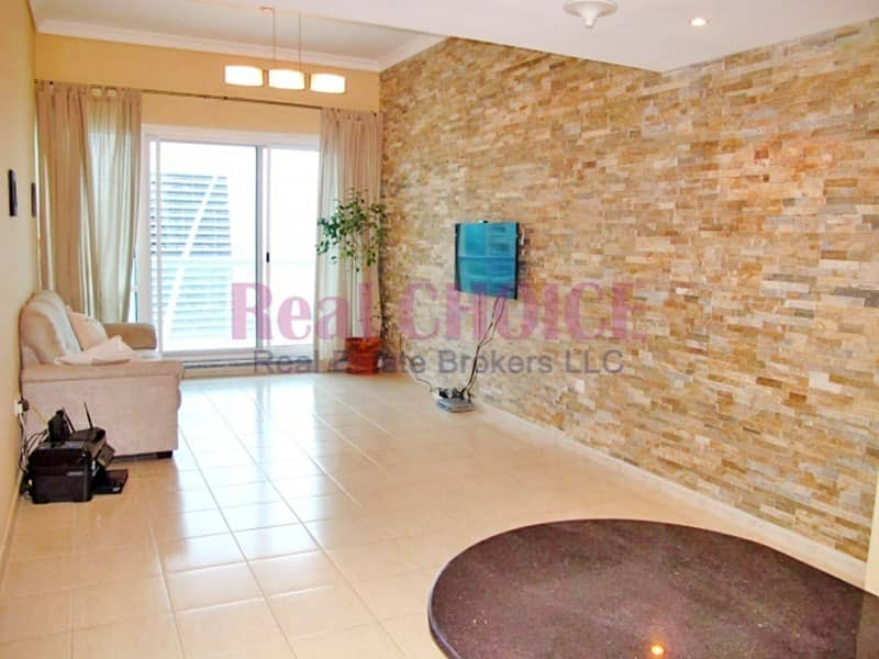 Fabulous 1BR Apartment in front of the  Metro Station