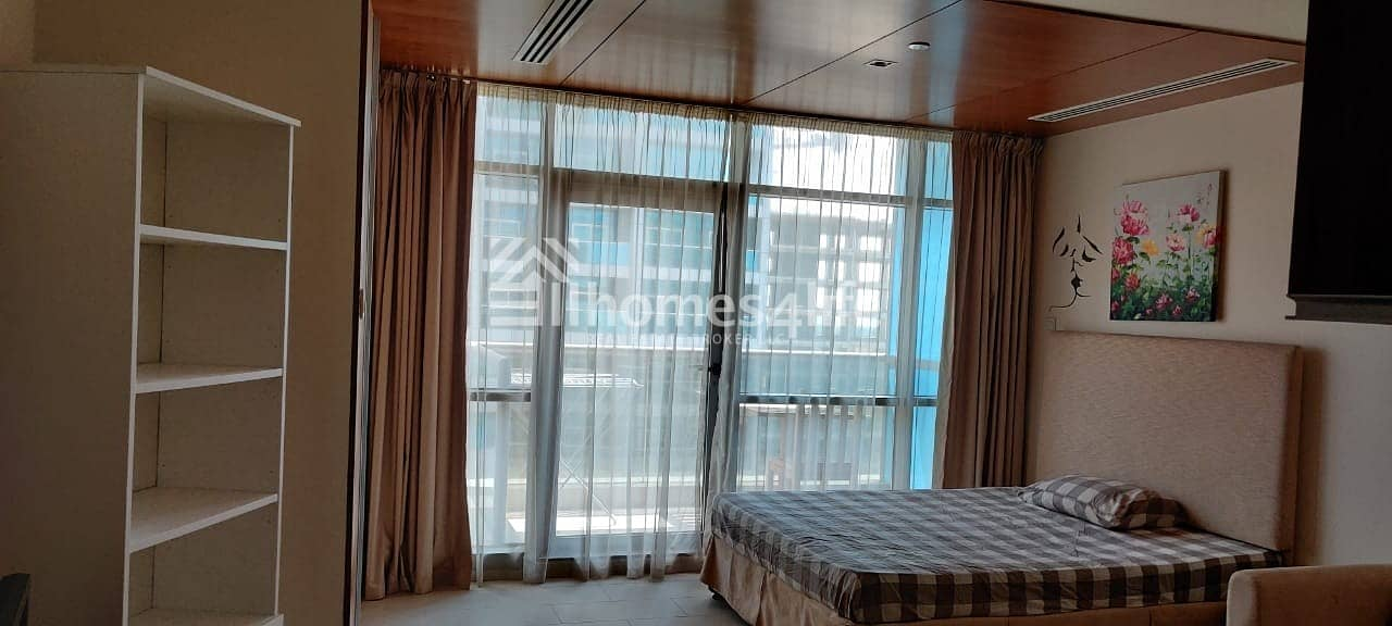 vacant and ready to move Beautiful fully furnished studio