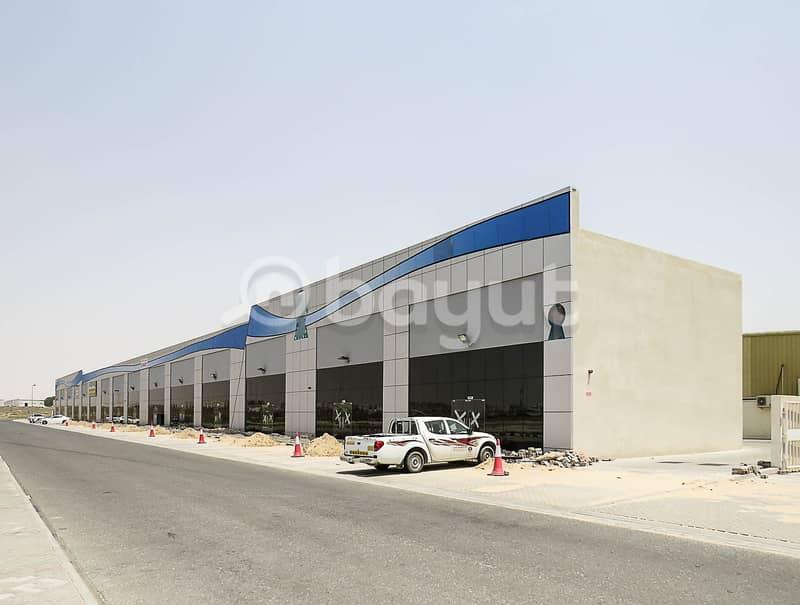 معارض ومحلات تجارية جديدة مع ميزانين متوفرة في موقع الشارقة الرئيسي ، طريق مليحة ، المنطقة الصناعية رقم 18. (شهر واحد مجانًا)