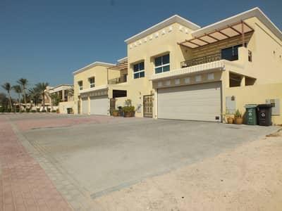 very spacious compound villa in umm suqeim 2 rent is 200k