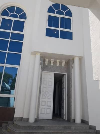 6 Bedroom Villa for Rent in Al Mushrif, Abu Dhabi - Villa In Mushrif Area. Good Location. Quite Area. Ready To Move In