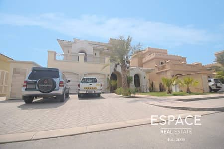 5 Bedroom Villa for Sale in Palm Jumeirah, Dubai - Well  presented 5 bed Atrium Entry Type