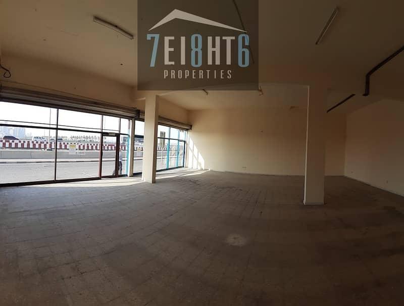2 700 sq ft showroom for rent in Ras Al Khor