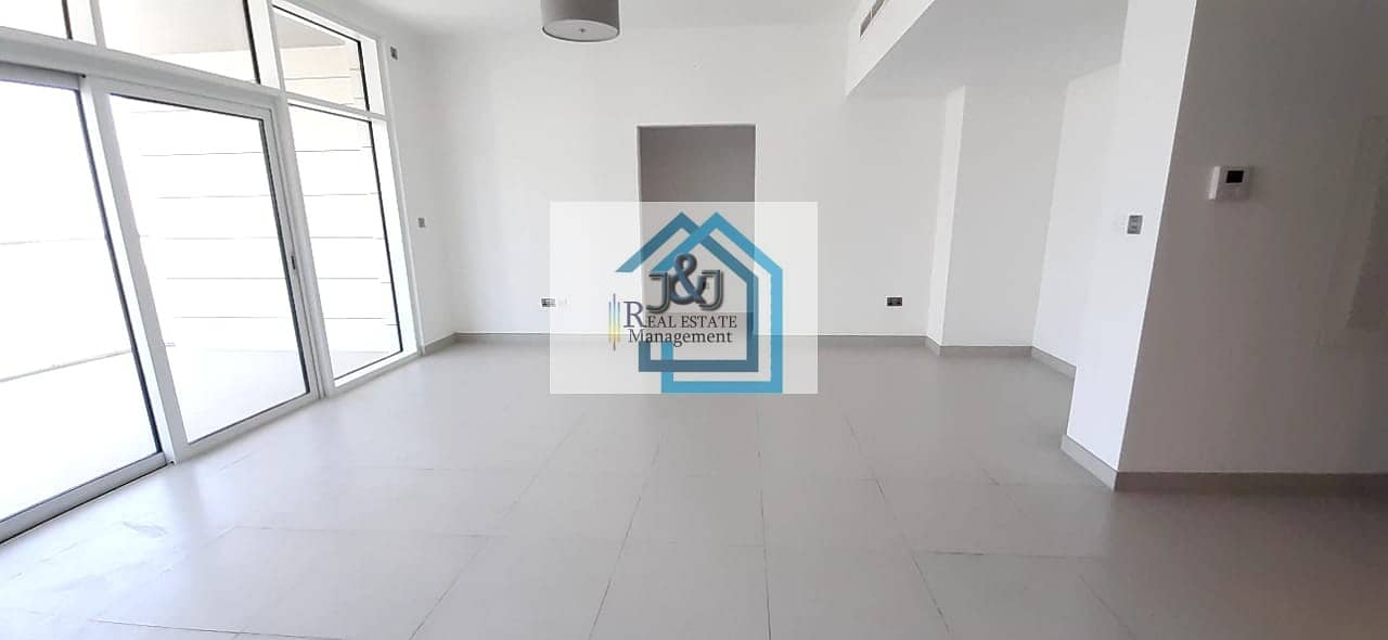 2 Stylish 2 Bedroom With Maid room Apartment Parkside Residence