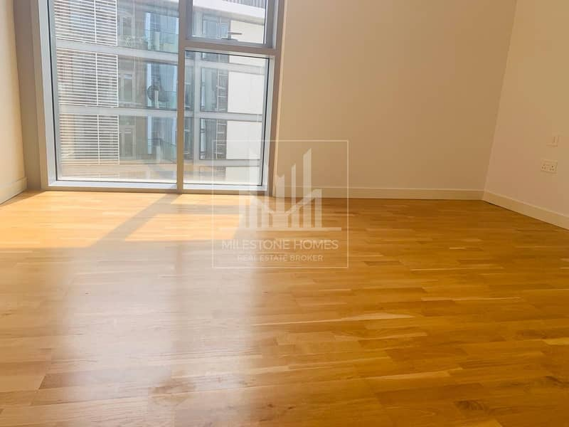 Spacious 3 Br Apartment with Sea & City View