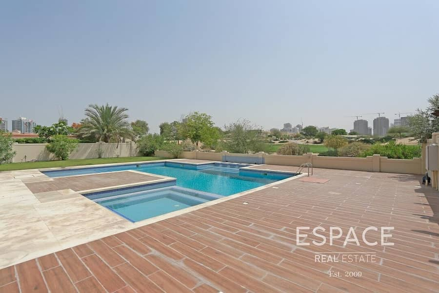 2 Amazing Views - Bring Offers - Huge Pool