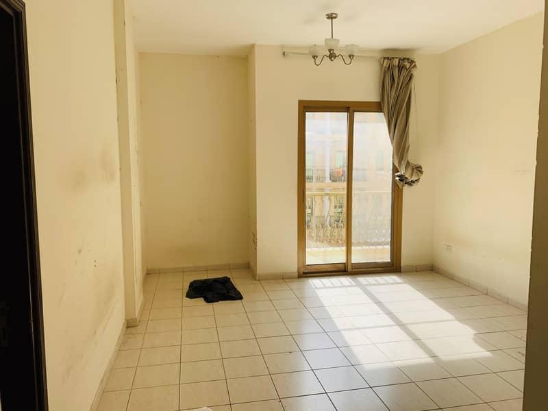 غرفة نوم واحدة   بلكونة مزدوجة طراز إسبانيا