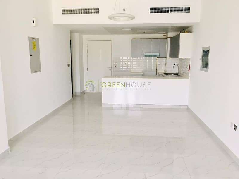 Extremely Spacious 2 Bed Apt. with Top-Quality Finishes   Open Kitchen