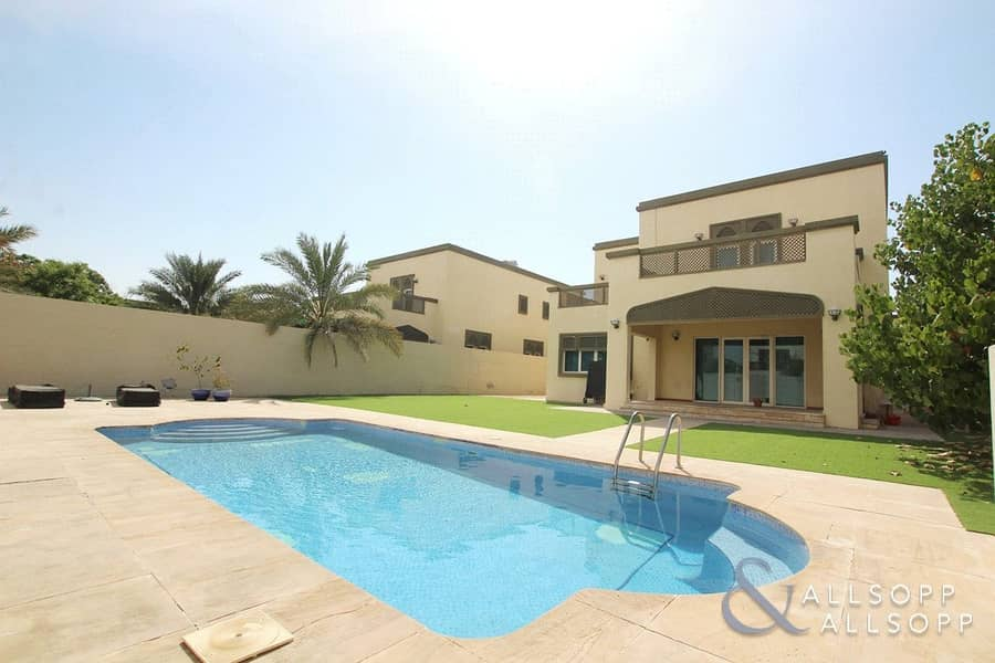 2 Four Bed | Private Pool | Quiet District