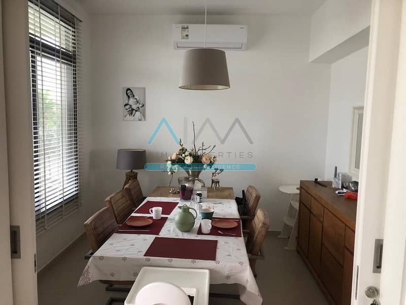 2 Unfurnished 4bhk + Maid  town house  single row at Cerner unite with out class view
