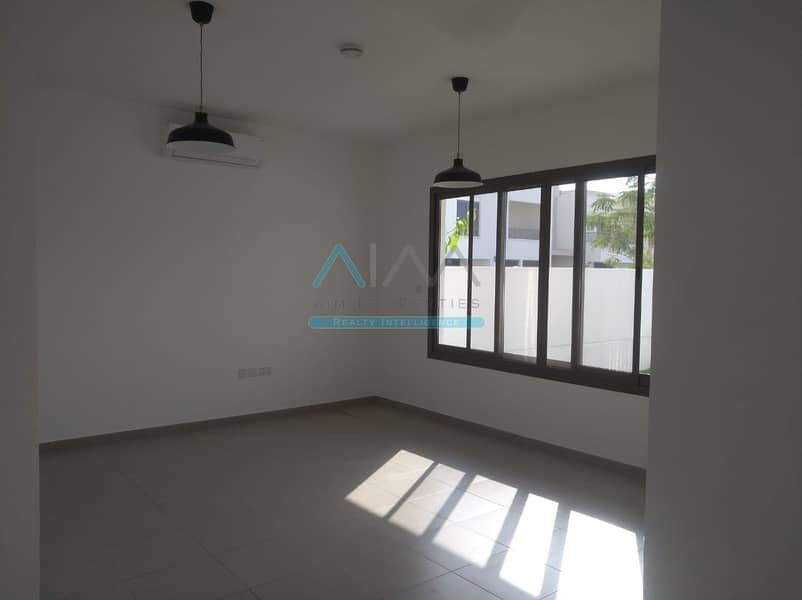 13 Unfurnished 4bhk + Maid  town house  single row at Cerner unite with out class view