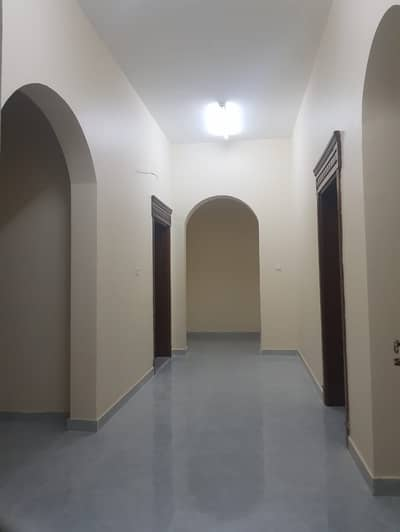 Excellent 3 Bedroom Hall with 2 Bathrooms in Al Shamkha