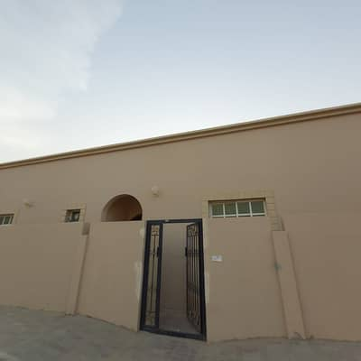 4 Bedroom Townhouse for Rent in Al Shamkha, Abu Dhabi - Mulhaq 4 Bedroom Hall with Maid room in Al Shamkha